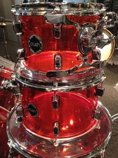New @crushdrums 4pc Red seamless acrylic #drum set in stock @DalesDrumShop !  Cool kit! #drummer #crushdrums pic.twitter.com/5uqBoUYjOY