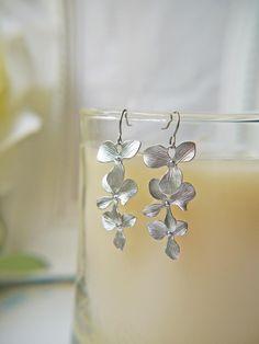 Simple, modern and very elegant! #earrings