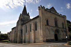 Façade de l'église de Cunault - Maine-et-Loire .Pays-de-la-Loire