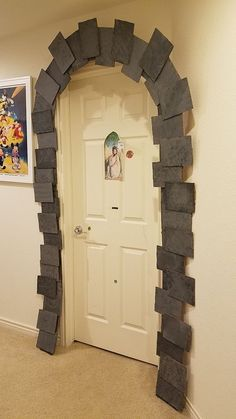 Harry Potter Party DIY decor: Dormitory entrance #DecorativeStones