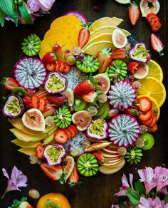 Fruit platter - plain fresh food to create a balance Fruit Dishes, Eat Fruit, Fruit Recipes, Plant Based Recipes, Fruit Platter Designs, Party Food Platters, Cheese Dessert, Fall Fruits, Fruit Plate