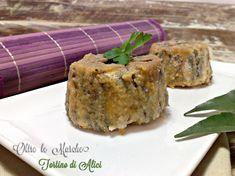Il tortino di alici è preparato con strati di pesce azzurro, patate e pomodorini. Pochi minuti al forno per gustare un piatto leggero, sano e completo.