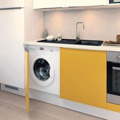Zoom sur la machine à laver intégrée à cette petite cuisine en toute discrétion.    Modèle : SoCoo'c Optimum #petitecuisine #petitespace #cuisinemoderne #astuces #equipement #cuisines #électroménager #intégré