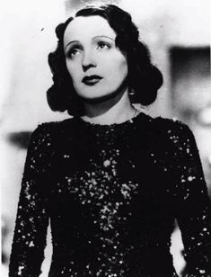Remarkable Women of France - Édith Piaf - Coucou French Classes Rags To Riches Stories, Pere Lachaise Cemetery, Star Of The Day, Soprano, My French Country Home, Circus Performers, Famous French, Influential People, Gal Pal