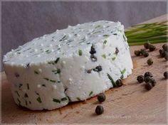 ...konyhán innen - kerten túl...: Friss házi sajt - lilahagymás és zöldborsos snidlinges