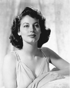 Image - Ava Gardner années 40 - Les plus belles stars d'hier et d'aujourd'hui Vintage Hollywood, Classic Hollywood, Hollywood Actresses, Actors & Actresses, Classic Actresses, Beautiful Actresses, Ava Gardner Photos, Ava Gardener, Black White