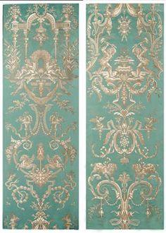 TASSINARI & CHATEL LAMPAS LES FORGERONS Dessin de Reboul et Fontebrune réalisé pour le Salon de Jeux du roi à Rambouillet. Ce décor avec de nombreux détails comprend entre autres des forgerons au travail et au repos, des chevaux marins et des chiens. Cette étoffe fabriquée à plusieurs reprises entre 1785 et 1791, fut utilisée en 1787 pour la chambre de Thierry de Ville d'Avray au garde-meuble royal devenu depuis le Ministère de la Marine à Paris.