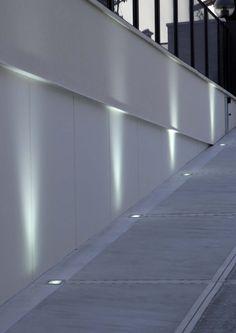 Iluminación técnica para exterior con luz fluorescente, led o halogeno , modelo Tellux T.1 (Espacio Aretha agente exclusivo para España).
