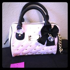 Betsy Johnson mini speedy Betsey Johnson  mini speedy. Houdini Ivory looks small but can fit a lot. 7x6x3 no trades no PayPal Make an offer . No trades NO T R A D E Betsey Johnson Bags