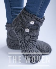Simple slipper booties free knitting pattern and tutorial Crochet Slipper Boots, Knitted Booties, Knit Boots, Knitted Slippers, Slipper Socks, Crochet Slippers, Knit Crochet, Loom Knitting, Knitting Socks