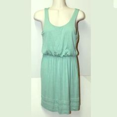 Lush Sz S Teal Sleevless Lined Scoop Neck Dress Lush Sz S Teal Sleevless Lined Scoop Neck Mid Calf Stretch Mid Dress NWOT. ✨✨✨✨✨✨✨ Brand: Lush Nordstrom Style: Dress Size Type: Regular Size: S Color: Teal Pattern: Solid Sleeve Style: Sleeveless Occasion: Casual, Career, And Formal Lined: Yes Pockets: No Zipper: No Sheer: No Neckline: Scoop Neck Embellishments:  No Measurements: Chest/Bust: 34-36 inches Total Length: 35 1/2 inches Lush Dresses