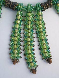 Belinda Saville - reminds me of ferns Seed Bead Necklace, Seed Bead Jewelry, Beaded Necklace, Seed Beads, Diy Jewelry, Jewelry Making, Beaded Jewelry Patterns, Beading Patterns, Beading Tutorials