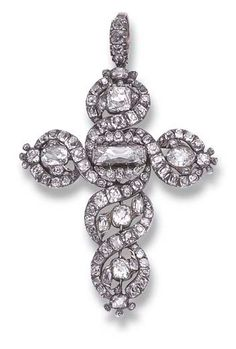 DIAMOND CROSS PENDANT  Entirely paved with diamonds old cut with a larger rectangular shape in the center, in a setting of interlacing set with smaller diamonds frame silver bail metal alloy ring 14K gold, the work of the late eighteenth century.