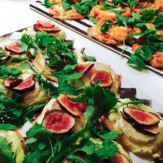 Glutenfri minipizza med chévre, fikon och ruccola.