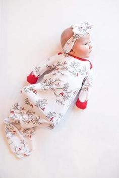 Hunting for new kid their personal gifts? Come across little one shower and christening presents new mom and dad and newborn baby will enjoy, such as surround blankets, plush toys and even more. Babies First Christmas, Christmas Baby, Christmas Time, Christmas Ideas, Best Baby Shower Gifts, New Baby Gifts, Girls Coming Home Outfit, Baby Gown, Cute Little Baby
