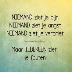 Niemand ziet je pijn ... Smart Quotes, Sad Love Quotes, Quotes To Live By, Sef Quotes, Words Quotes, Sayings, Confirmation Quotes, I Hate My Life, Facebook Quotes