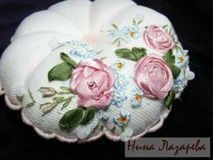 Gallery.ru / Фото #31 - Любимые игольницы - ninatela Decorative Hand Towels, Ribbon Embroidery, Pin Cushions, Quilts, Ribbon Flower, Flowers, Crafts, Lovely Things, Pretty Cakes