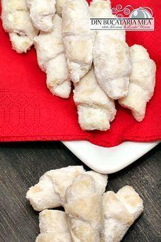 Din bucătăria mea: Cornulete fragede Romanian Desserts, Romanian Food, My Recipes, Cookie Recipes, Peach Cookies, Bosnian Recipes, Food Cakes, Homemade Cakes, Desert Recipes
