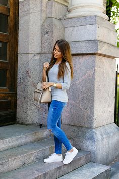 Sporty casual always works with skinny jeans. Throw on a grey ribbed ¾ length sleeve top and sneakers. Via Marianna MäkeläiaTop: Gina Tricot, Jeans: Zara, Sneakers: Nike, Bag: Céline. Skinny jeans with sneakers