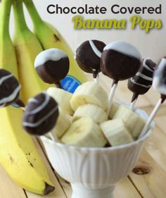 Chocolate Covered Bananas Pops are a fun healthy way to start the new year! They are super simple to make, and quick too! This is a great less guilty snack. Sweet Recipes, Snack Recipes, Dessert Recipes, Banana Recipes, Crockpot Recipes, Just Desserts, Delicious Desserts, Yummy Food, Pate A Cake