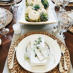 16 Beautifully Simple Thanksgiving Table Setting Ideas & 19 Thanksgiving Tablescapes That Will Give You Major Inspo ...