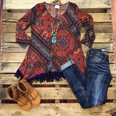 How cute! Shop our Peaceful Easy Feeling Top- Rust $34.99! Paired with our Dark Wash Skinny Jeans & our Love You Better Sandals- Tan! #shopsfc #southernfriedchics #newlook #socute #fringe #musthave #printed