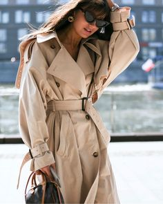 The Power of the Perfect Trench Coat : Fashion Inspiration Outfits Inspiration, Mode Inspiration, Fashion Inspiration, Trench Coat Outfit, Coat Dress, Trench Coat Women, Look Fashion, Autumn Fashion, Latest Fashion