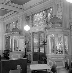 Winsdor Bar Waterloo Station, now Foyles bookshop Vintage London, Old London, London Must See, Waterloo Station, English Heritage, Greater London, Image Caption, London Photos, Old Photos