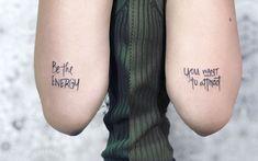 Tatuagens de frases criativas e cheias de significados para se inspirar Lilo E Stitch, Piercing, Tattoo Quotes, Body Art, Creative Tattoos, Tattoo Ideas, Invisible Ink, Creative People, Black Lights