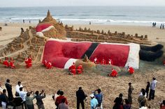 The Elves Are Busy at Work . Amazing and Different Art - Sand Sculpture, Christmas