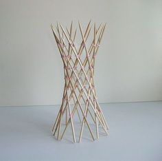 Skewer hyperboloid is part of architecture - 20 skewers 70 rubberbands Designer George Hart Craftsman Francesco Mancini Reference George Hart's website Bamboo Architecture, Concept Architecture, Architecture Design, Toothpick Sculpture, Ribbon Sculpture, Craft Stick Crafts, Diy And Crafts, Parametrisches Design, Bamboo Structure