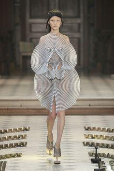 Sculptural Fashion - innovative fashion design; wearable art // Iris Van Herpen Fall 2016