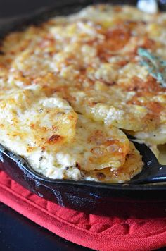 Skillet Scalloped Potatoes! This super cheesy side dish makes my heart flutter.   hostthetoast.com