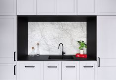 Carrara marble splashback, framed by Neolith Nero Zimbabwe. Kitchen by @tallisarchitect and @afc_builders . Stone Installation by @stonelux_au . Joinery by @cosinteriors . Photograph by @emily_bartlett_photography  #cdkstone #carraramarble #carrara #marble #naturalstone #naturesmasterpiece #naturalbeauty #neolithnerozimbawe #nerozimbabwe #sinteredstone #sinteredcompactsurface #extraordinarysurface #scratchresistant #stainresistant #heatresistant #coldresistant #resistanttouvfading