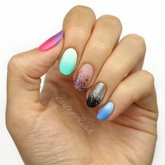 Do you ever wonder how nail art professionals do ombre nails? It's not as hard as it looks like. Check this 4 easy and fun ways! Glitter Acrylics, Glitter Nails, Wedding Short Hair, Nail Art Original, Gradient Nails Tutorial, Diy Nails, Manicure, Jolie Nail Art, How To Do Ombre