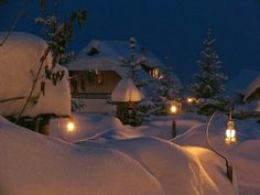 Lighted lanterns amidst a winter wonderland Winter Szenen, Winter Love, Winter Christmas, Merry Christmas, Winter Images, Winter Photos, Snowy Pictures, Snow Scenes, Winter Beauty