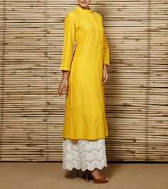 Confused what to wear with palazzo ? Check out an amazing style to wear Palazzo with Kurtis and Palazzo Salwar suit styles. Pakistani Outfits, Indian Outfits, Indian Dresses, Indian Attire, Indian Ethnic Wear, Ethnic Fashion, Indian Fashion, Tela Hindu, Hijab Abaya