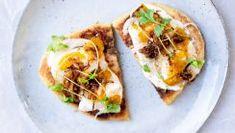 Een van onze favoriete maaltijdsoepen: Indonesische soto ayam - Culy.nl Lunch Snacks, Lunches, Naan, Pulled Pork, Chutney, Vegetable Pizza, A Food, Slow Cooker, Sandwiches