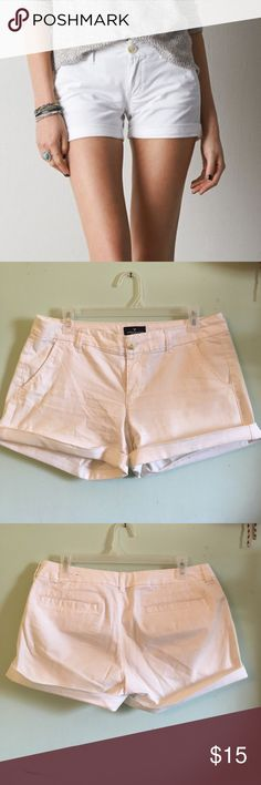 """AE White Twill Midi Shorts American Eagle white twill cotton midi length shorts. Size 8. Can be cuffed (as shown) or unrolled. """"Stretch""""  2 front pockets. Shallow back pockets. American Eagle Outfitters Shorts"""