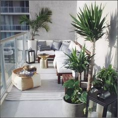 How To Get The Most Out Of Your Toronto Condo Balcony - Laura Kinley - Dekoration - Balcony Furniture Design Condo Balcony, Small Balcony Decor, Small Terrace, Apartment Balcony Decorating, Outdoor Balcony, Apartment Balconies, Cool Apartments, Small Patio, Outdoor Spaces