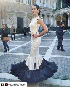 #Repost @cayecruz_com with @repostapp ・・・ Diseño de @ernestosillero visto hoy en la presentación de @simofsevilla, ¡En 9 días comienza la principal pasarela de #ModaFlamenca! #cuentaatrasSIMOF2017 #instaflamenca #spanishfashion #modaandaluza #modaflamenca2017 #siempresimof Folk Fashion, Fashion Show, Autumn Fashion, Short Dresses, Formal Dresses, Wedding Dresses, Flowing Dresses, Floor Length Gown, Mermaid Gown