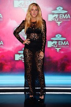 Ellie Goulding in Dolce & Gabbana---- She should add a little @Rocslide under that lace