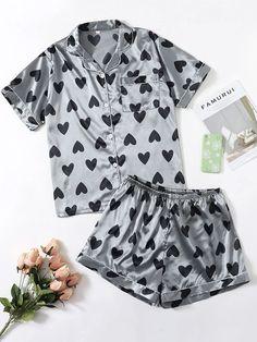 Satin Pyjama Set, Satin Pajamas, Pajama Set, Pijama Plus Size, Cute Pjs, Heart Print, Ideias Fashion, Rompers, Lingerie