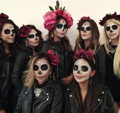 halloween costumes makeup Cause I got a really big team. Halloween Makeup Sugar Skull, Sugar Skull Costume, Halloween Makeup Looks, Sugar Skull Makeup, Day Of The Dead Costume Dress, Day Of Dead Makeup, Halloween Parejas, Halloween Costumes For 3, Beauty Makeup
