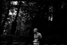 Masha Ivashintsova Photography Vivian Maier, Propaganda Art, Russian Culture, Photography Words, Chiaroscuro, Famous Men, Summer Garden, World Heritage Sites, 20 Years