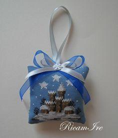 Christmas Ornaments, Ornaments Ideas, Cross Stitch, Holiday Decor, Blog, Sachets, Crafts, Toss Pillows, Punto De Cruz