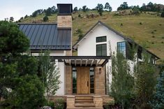 Modern farmhouse sanctuary in Colorado inspired by the great outdoors Farmhouse Interior, Modern Farmhouse, Farmhouse Style, Modern Exterior, Exterior Design, Modern Georgian, In Ground Spa, Colorado Homes, House Siding