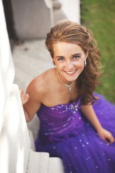 Meet Erin - Prom Girl of the Year 2011!! Are you a deserving prom girl or do you know one? Enter to win a FREE prom dress in our Prom Girl of the Year 2012 contest!!!