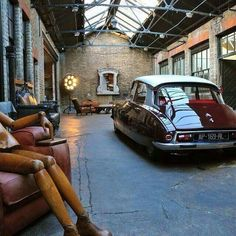 Industrial decor style is perfect for any space. An industrial garage is always a good idea. See more excellent decor tips here: Vintage Industrial Decor, Industrial Bedroom, Industrial House, Industrial Style, Urban Industrial, Vintage Lighting, Industrial Furniture, Industrial Design, Design Garage