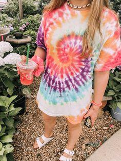 Jun 2019 - Lowkey highkey proud of myself for making this shirt 🤠🤠Cute Tie Dye Shirts, Tie Dye Tops, How To Tie Dye, How To Dye Fabric, Tye Dye, Tie Dye Outfits, Cute Outfits, Tomboy Outfits, Tie Dye Crafts